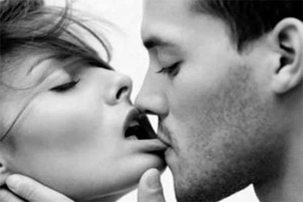 Phần dạo đầu có vai trò quyết định đến tâm trạng và thái độ hợp tác của nữ giới trong cuộc yêu