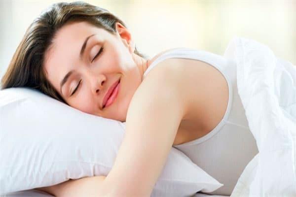 Khi cuộc yêu làm bạn thỏa mãn Endorphins được sản sinh ra có tác dụng làm dịu đi những căng thẳng, thư giãn não bộ mang đến một giấc ngủ ngon