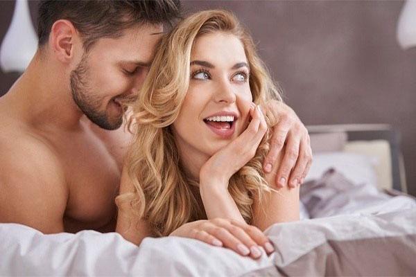 Quan hệ thường xuyên giúp cải thiện cơn đau đầu kinh niên