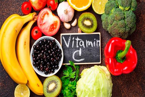 Thực phẩm từ vitamin C mang lại cho nàng một cô bé ẩm ướt tuyệt đối khi quan hệ